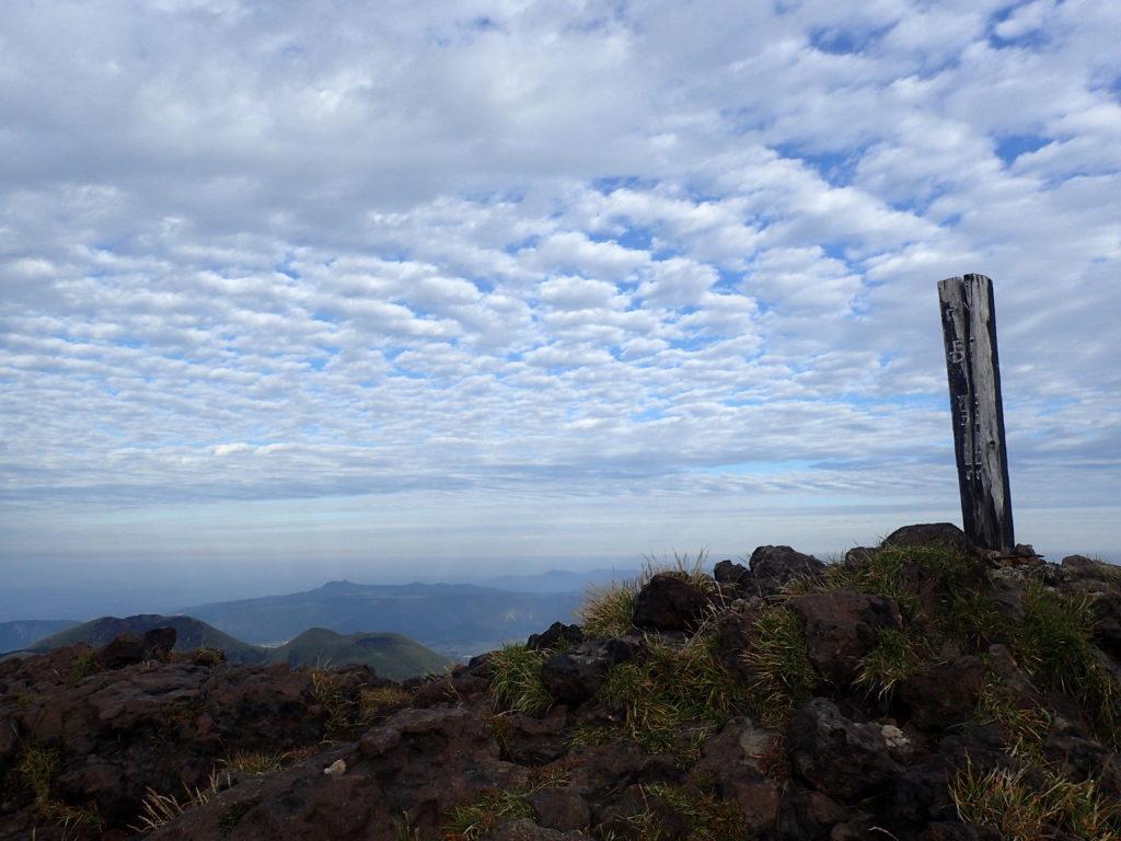阿蘇山高岳山頂とイワシ雲