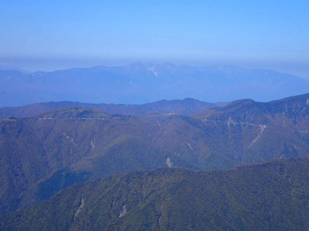 イザルヶ岳から見るハイランドしらびそ