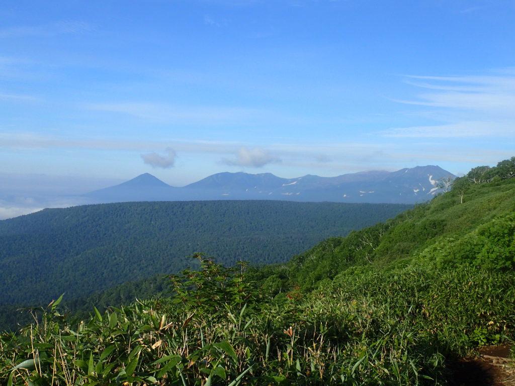 トムラウシ山登山道から見る十勝連峰