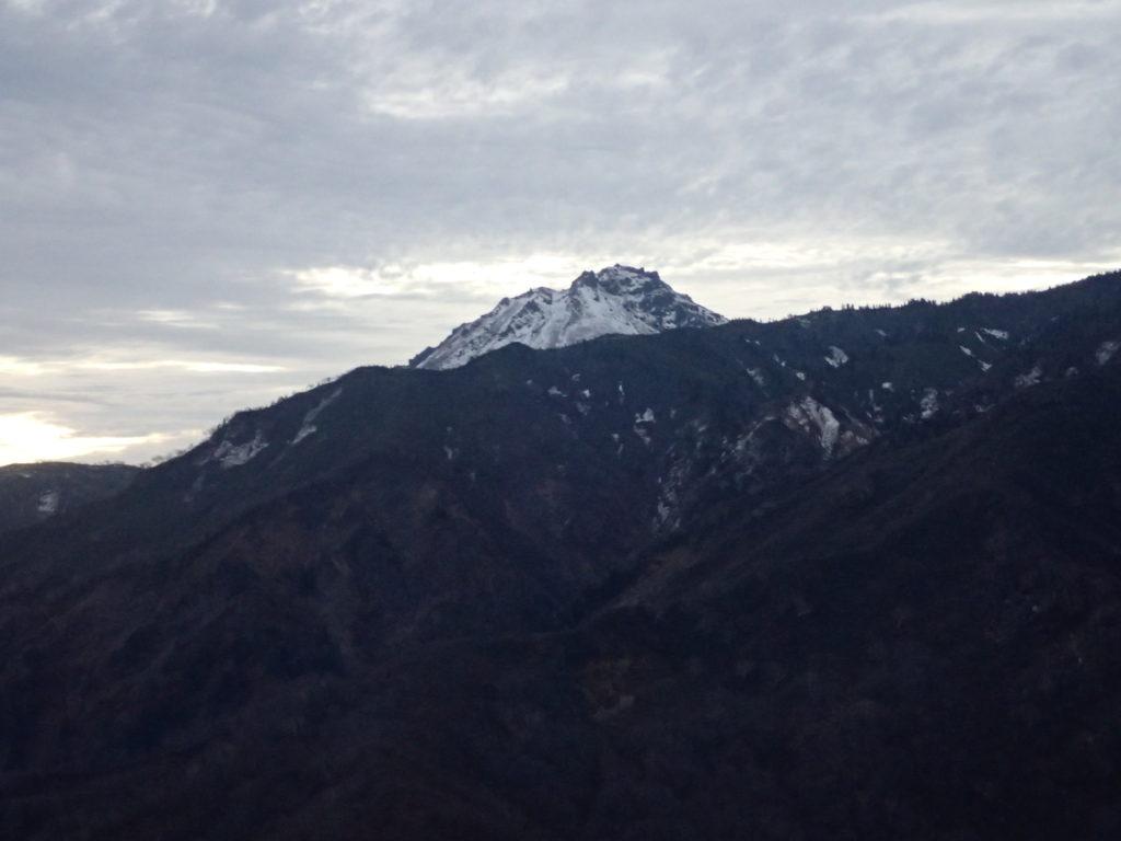 雨飾山から見る焼山