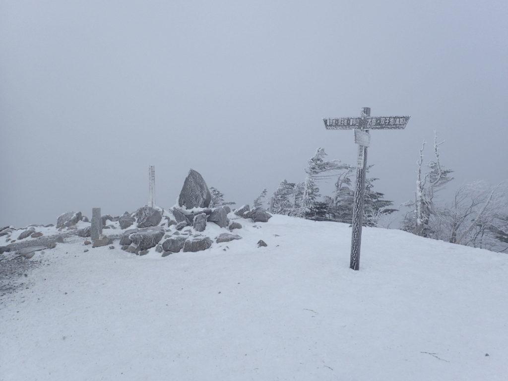 冬の北横岳の北峰