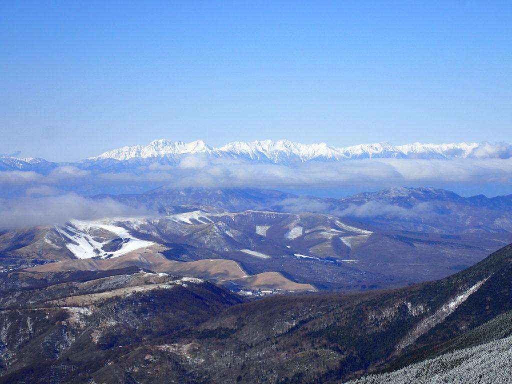 北八ヶ岳の茶臼山展望台からみる八ヶ岳南部と南アルプス