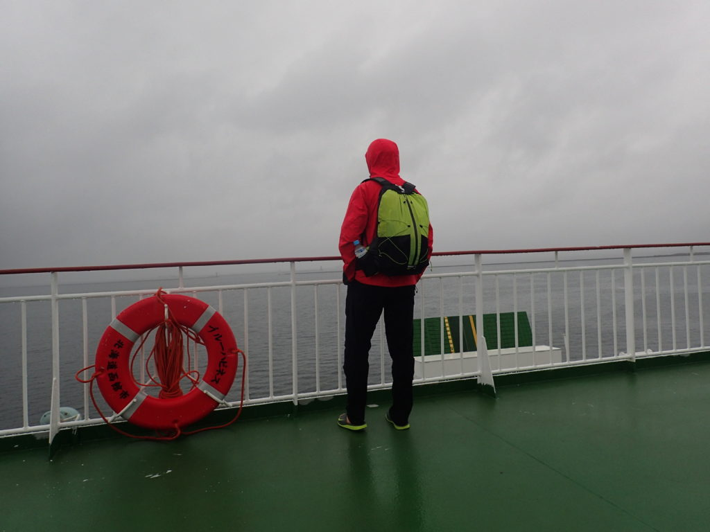 津軽海峡フェリーの甲板で記念撮影