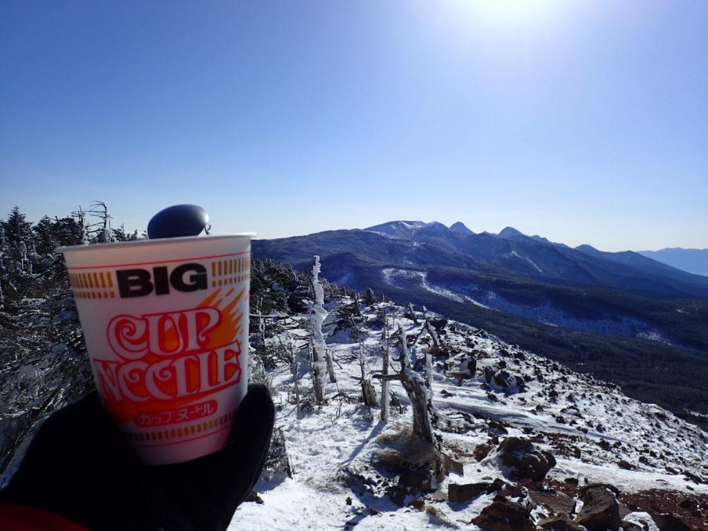 北八ヶ岳の茶臼岳で八ヶ岳を眺めながらのカップラーメン
