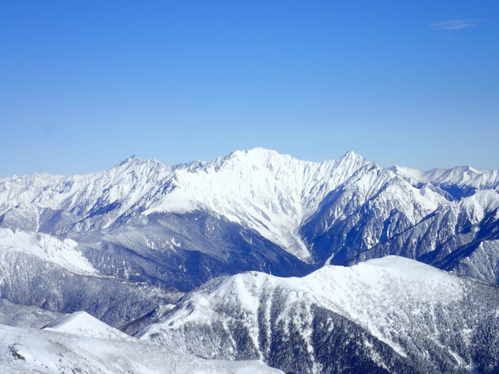 厳冬期の乗鞍岳から見る槍ヶ岳と穂高岳方面