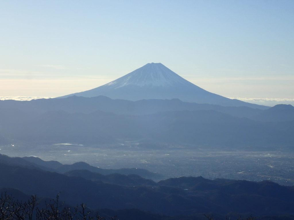 茅ヶ岳から見る富士山