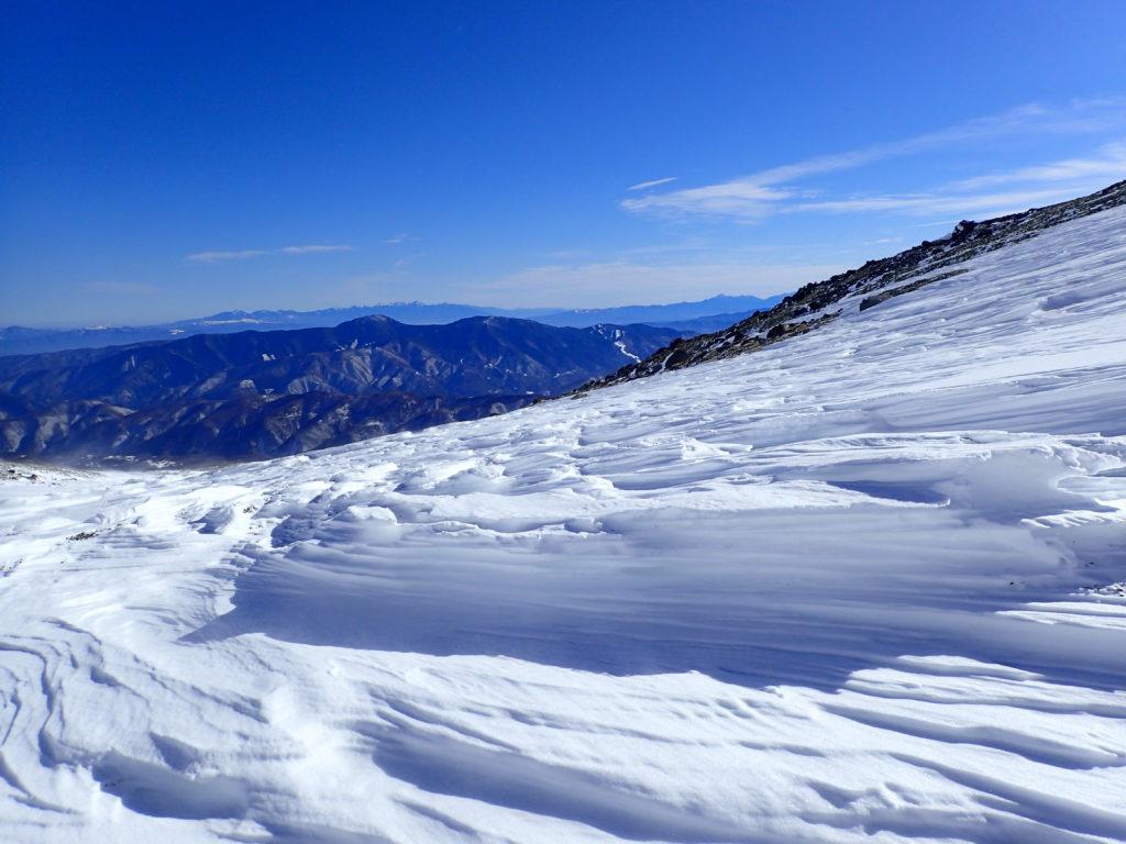 厳冬期の乗鞍岳のシュカブラ