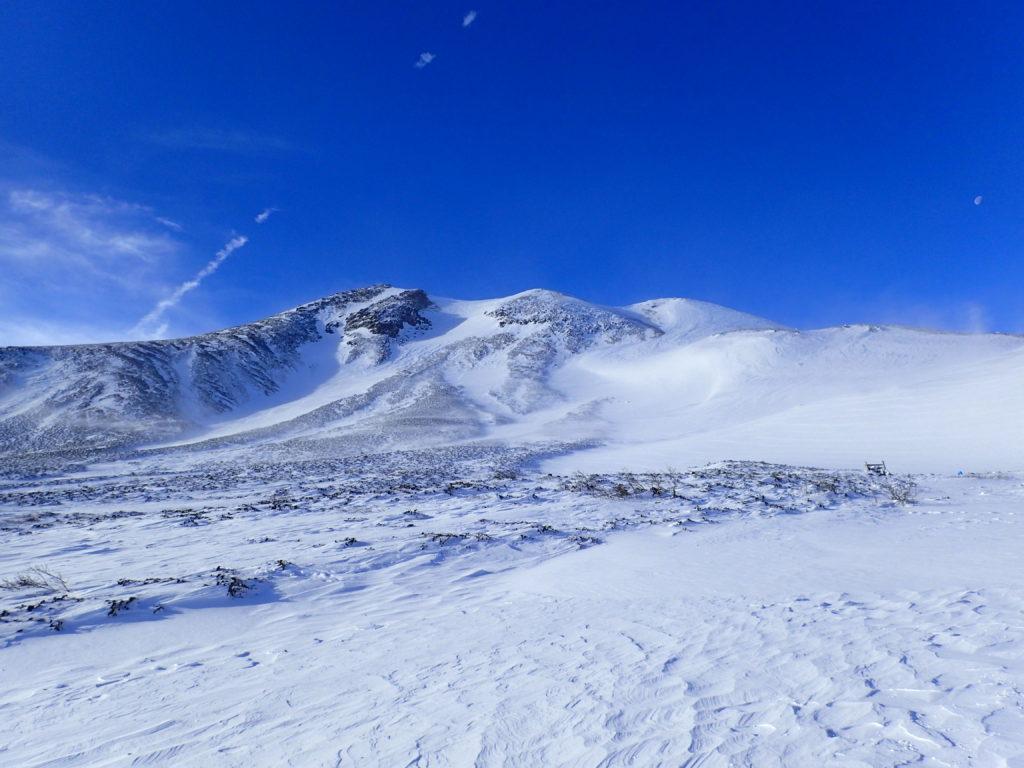 青い空と厳冬期の乗鞍岳