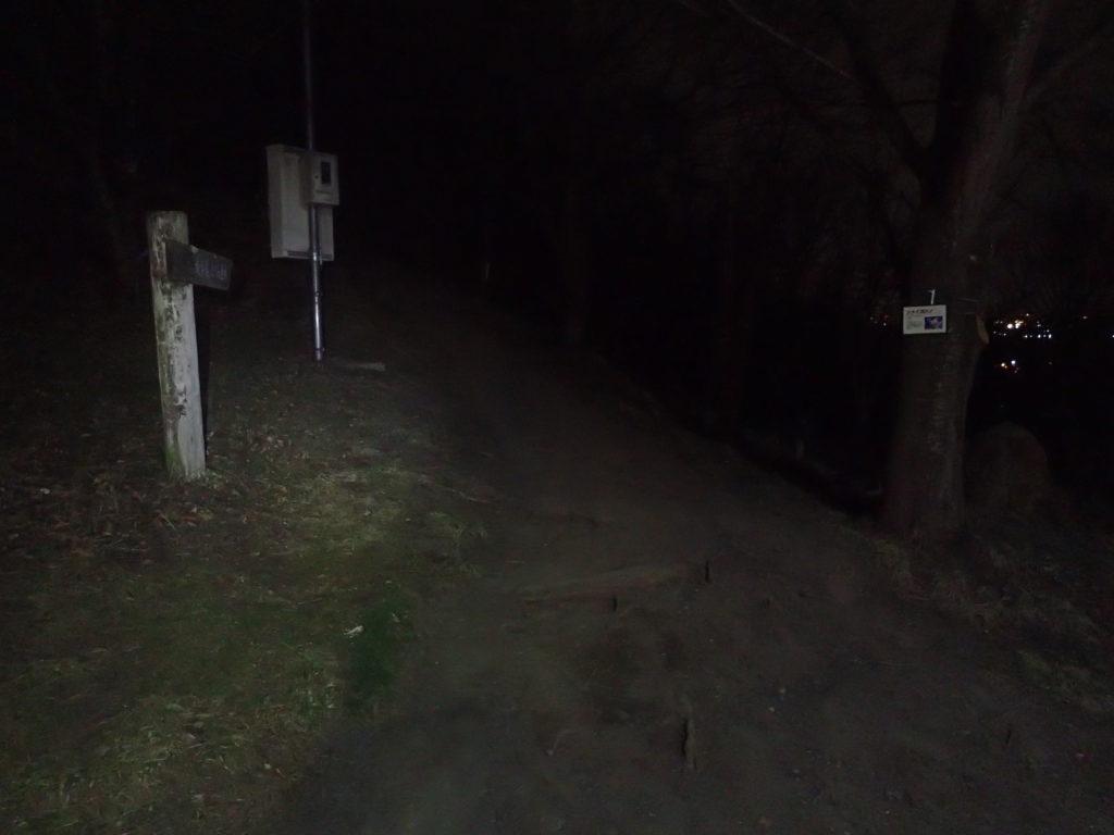 仕事明けの21時にブラックダイヤモンドの登山用ヘッドライトの灯りで光城山登山口から登山開始