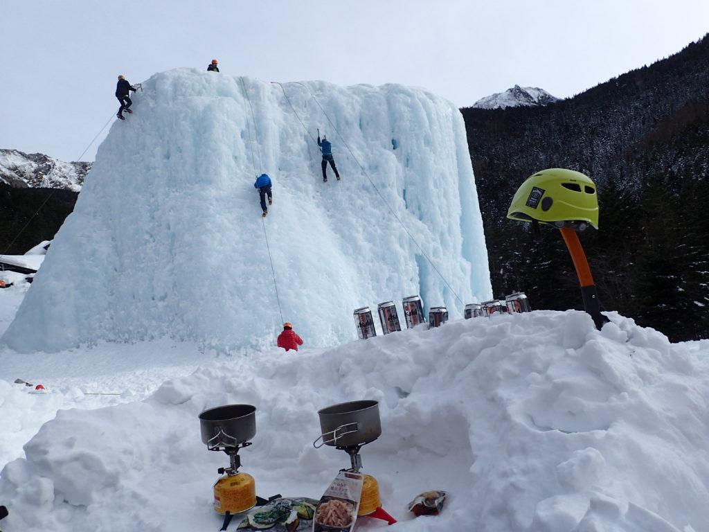 冬の八ヶ岳赤岳鉱泉でイワタニプリムスの登山用ガスバーナーであるP153ウルトラバーナーとEPIの登山用チタンクッカーで温まる食事を料理