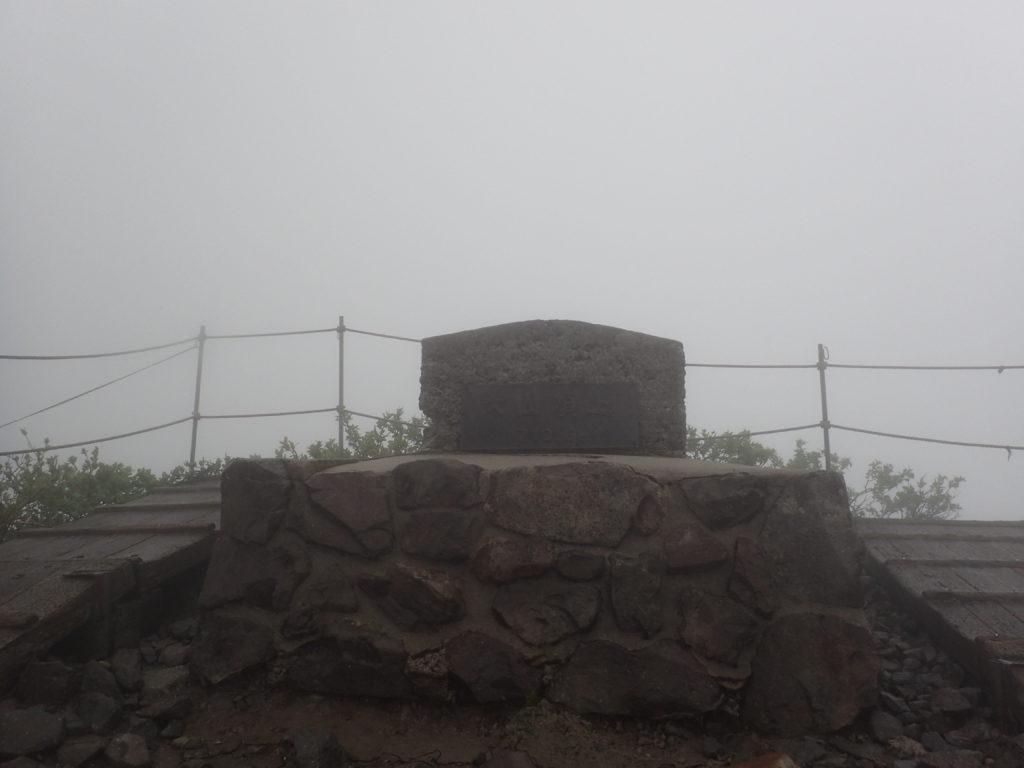 ひと夏での日本百名山全山日帰り登山で撮影した鳥取県の大山の山頂標