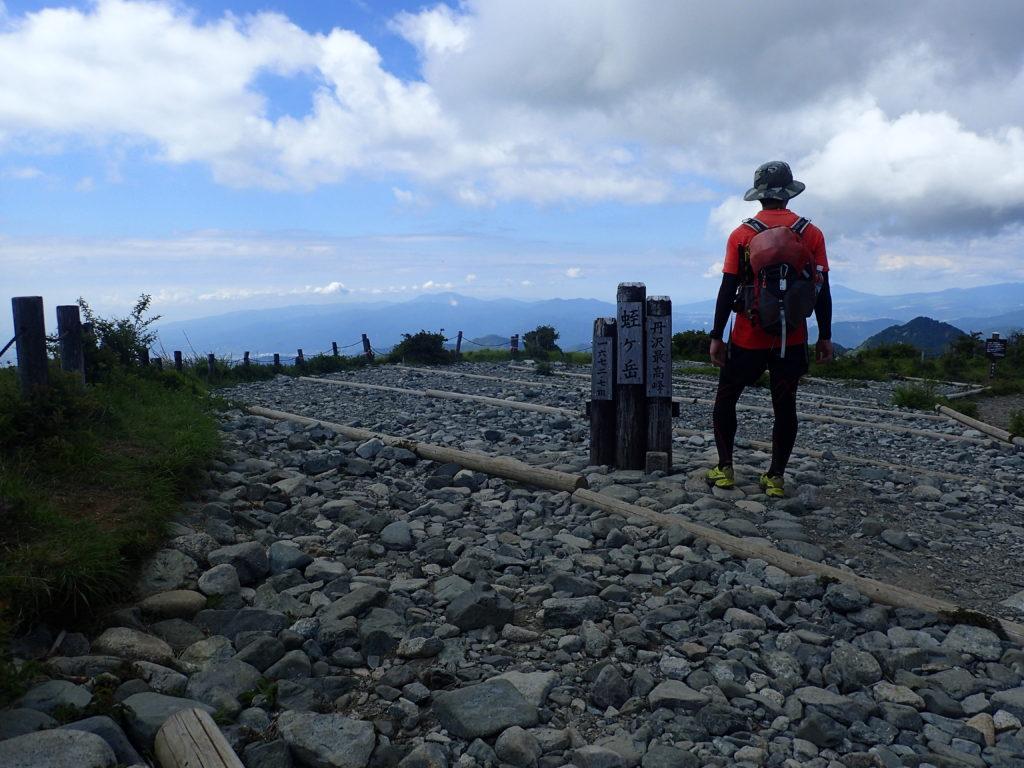 ひと夏での日本百名山全山日帰り登山1座目の丹沢山(蛭ヶ岳)山頂での記念撮影