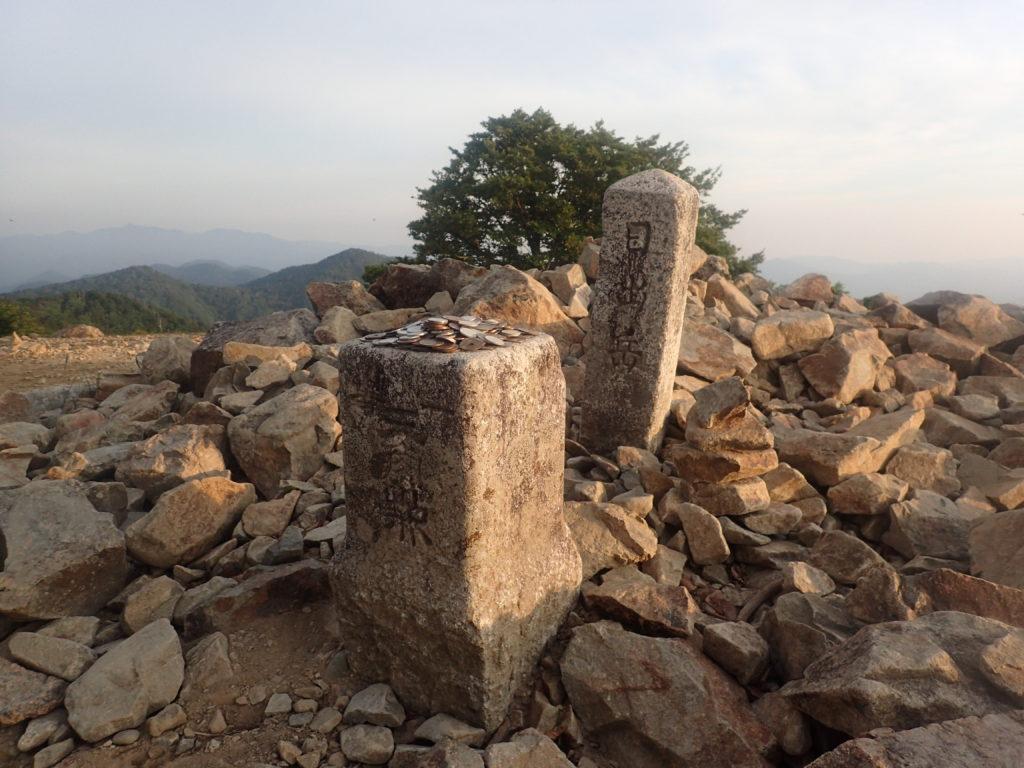 ひと夏での日本百名山全山日帰り登山で撮影した大台ヶ原山の日出ヶ岳の山頂標