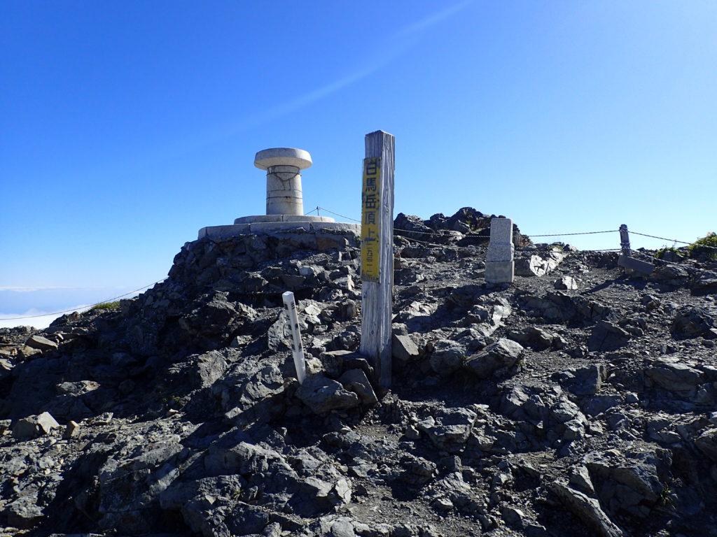 ひと夏での日本百名山全山日帰り登山で撮影した北アルプスの白馬岳の山頂標
