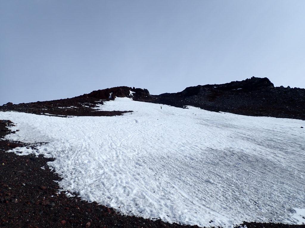6月の富士山の残雪地帯