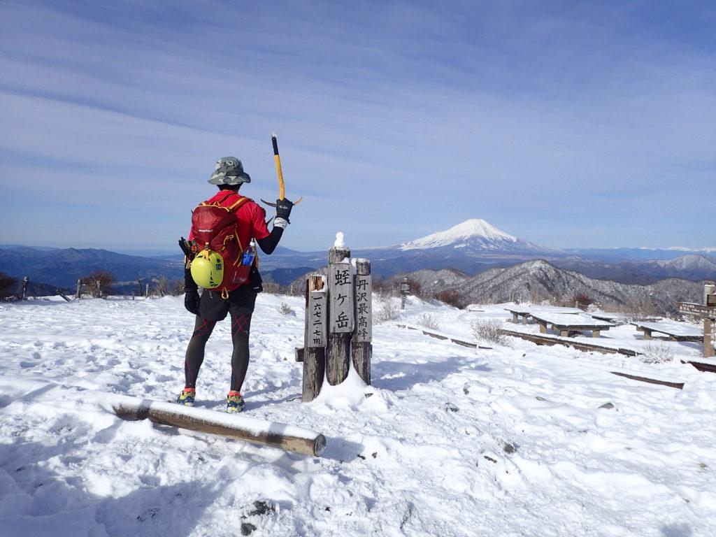 大倉から檜洞丸を日帰りピストンしたときに蛭ヶ岳山頂で記念撮影