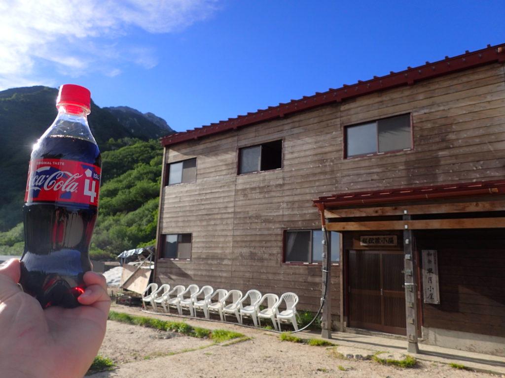 剱岳登山の早月小屋でコーラを補給