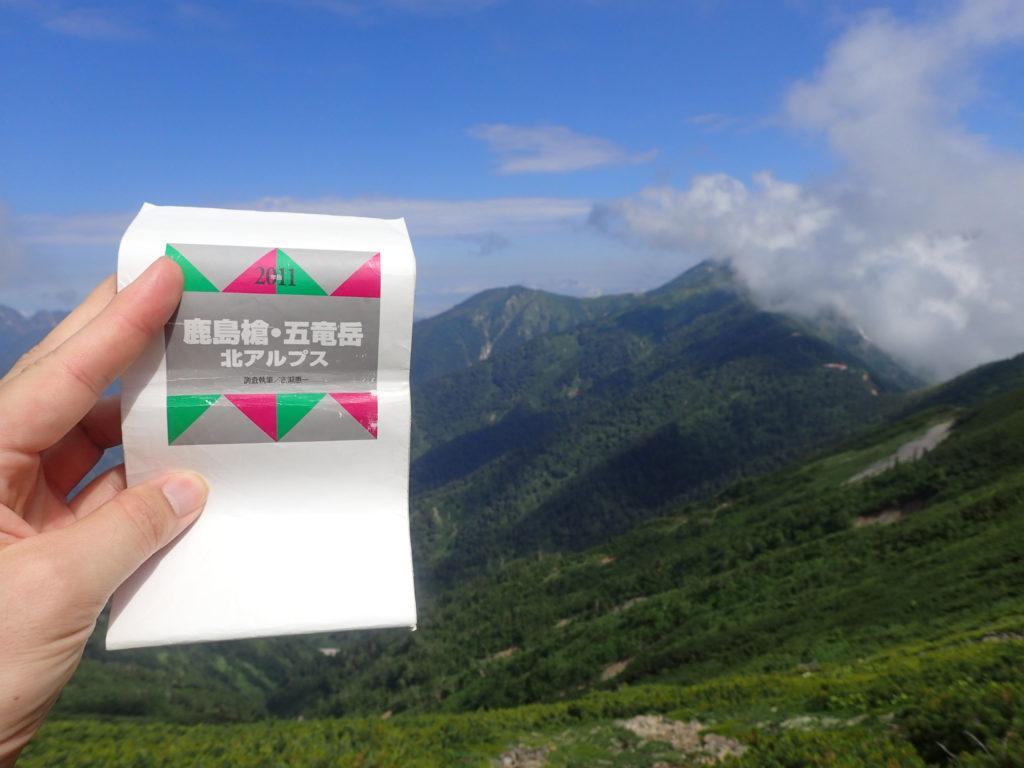 登山の必需品である山と高原地図