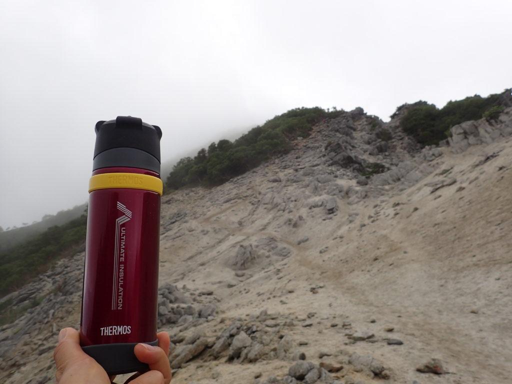 サーモスの登山用保温ボトルである山専ボトル