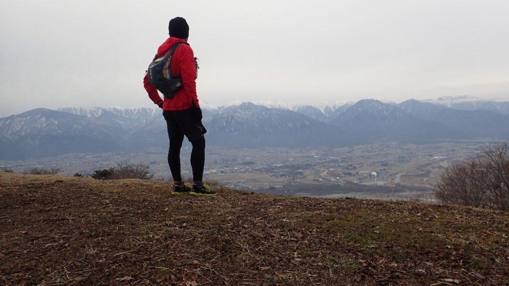 ファイントラックのニュウモラップフーディを着て里山をトレランした時の写真