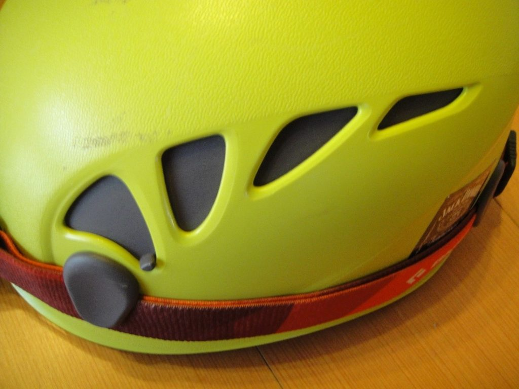 ペツルの登山用ヘルメットのエリオスのシャッター