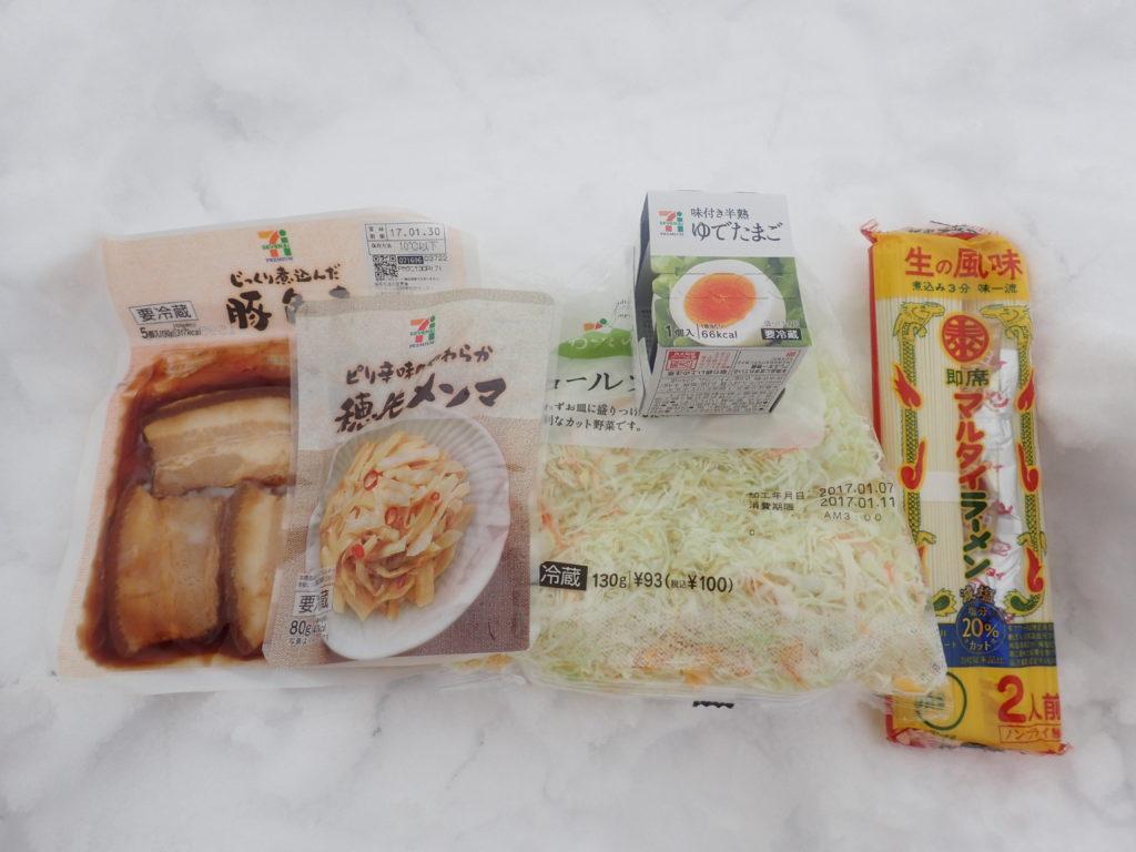 マルタイラーメンに入れたトッピング(豚の角煮とメンマとゆで卵とキャベツ)