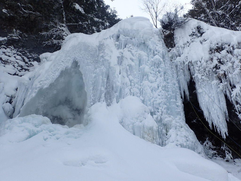 凍りついた乗鞍高原の善五郎の滝