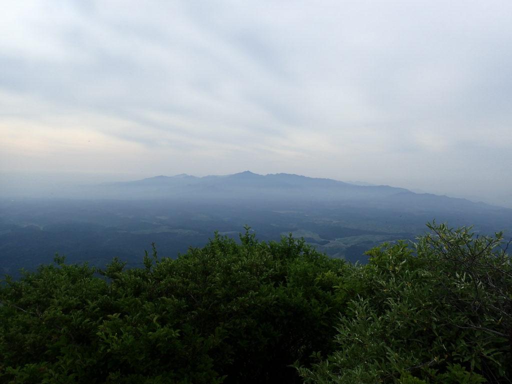 根子岳東峰山頂の展望
