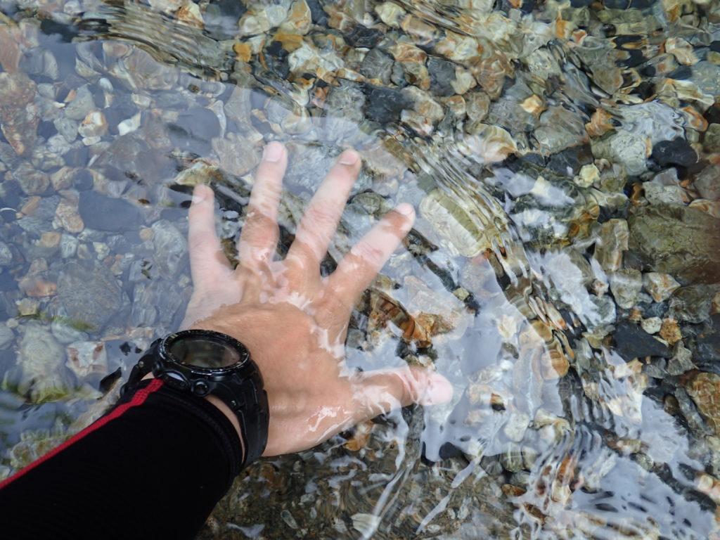 恵那山の広河原登山口のすぐ横を流れる沢