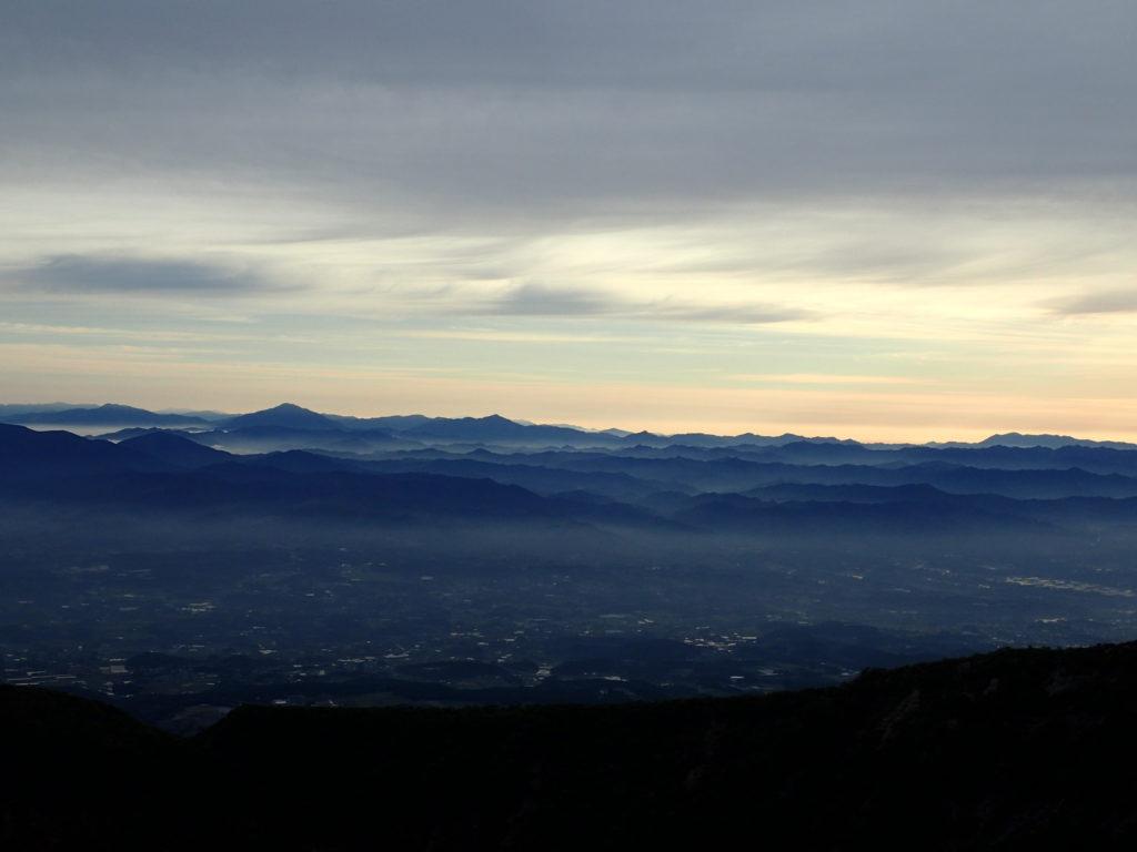 韓国岳山頂から眺める宮崎県の山々