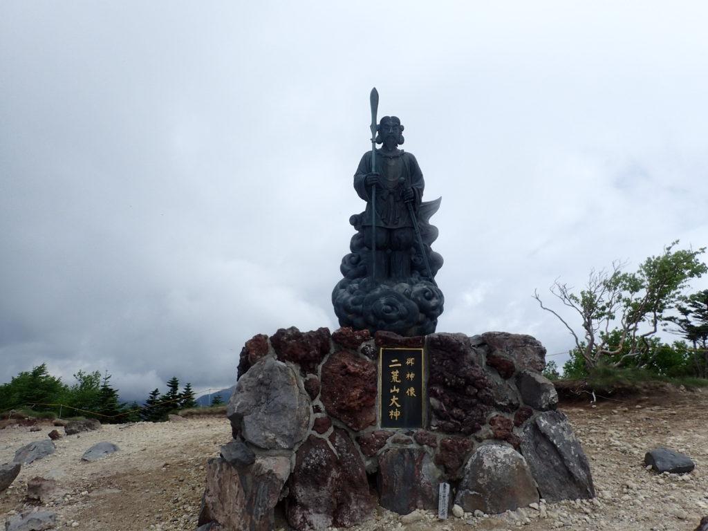 男体山山頂の二荒山大神の御神像
