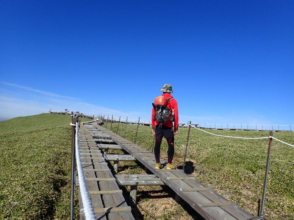剣山の山頂で記念撮影