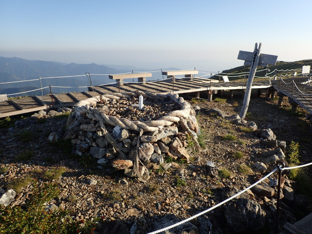 剣山山頂の三角点