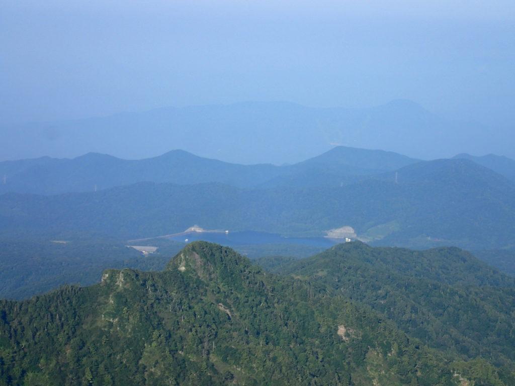 武尊山から見る藤原湖