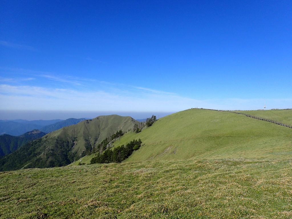 剣山山頂とジロウギョウ