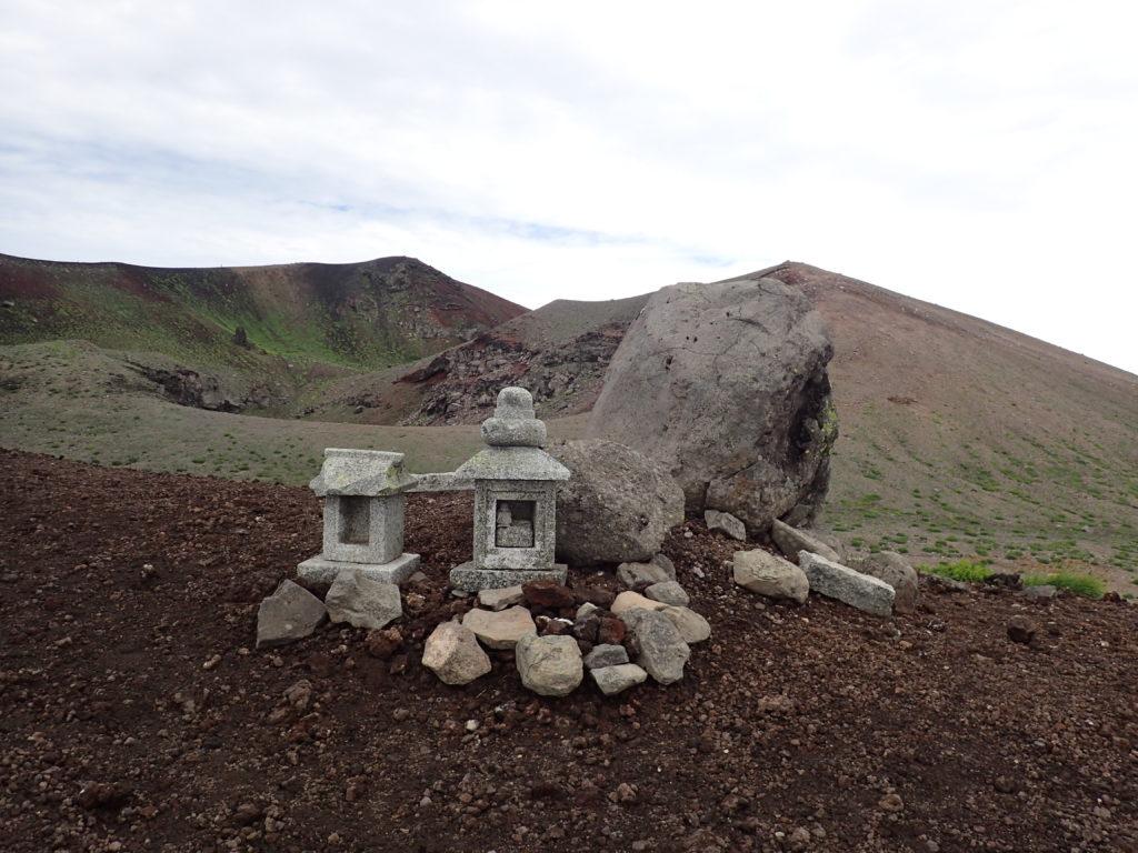 岩手山火口の祠