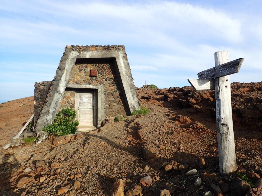 蔵王山の避難小屋