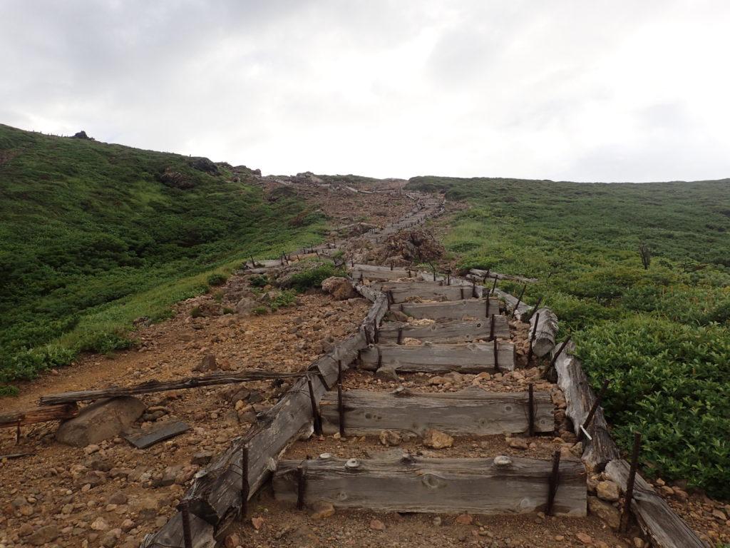 八甲田山(大岳)山頂へと続く階段