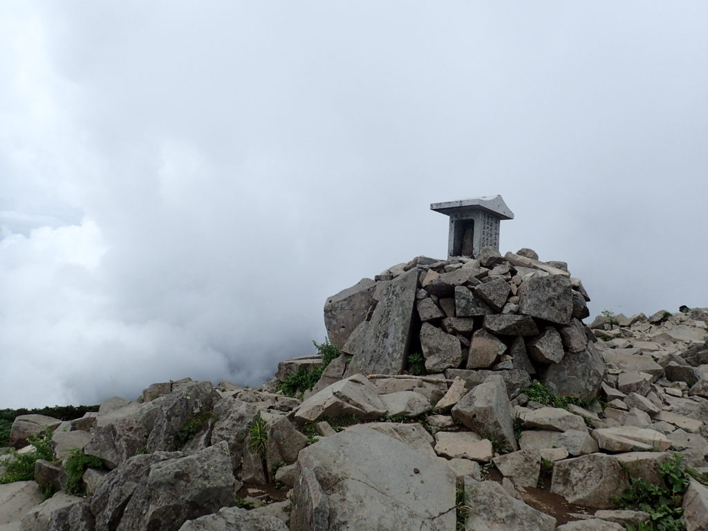 磐梯山山頂の祠
