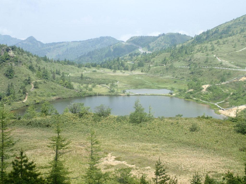 逢ノ峰登山道から見る弓池