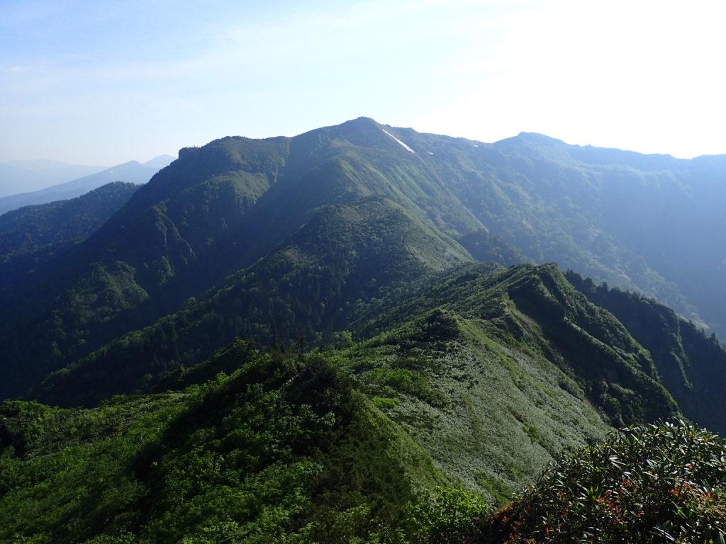 剣ヶ峰山から眺める武尊山