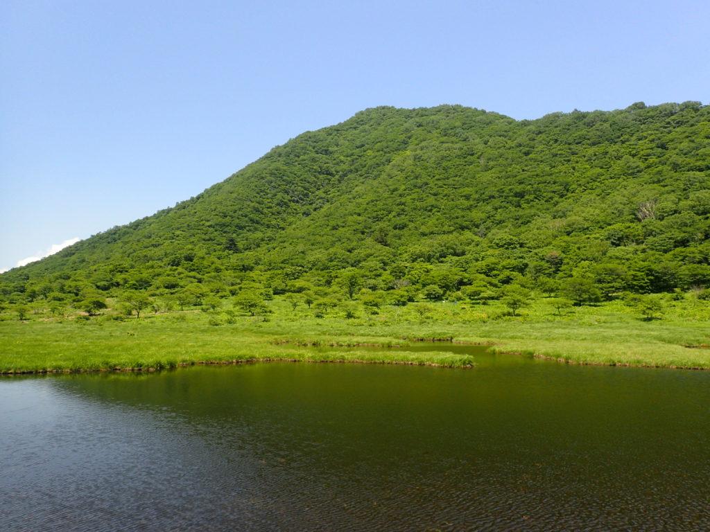覚満淵と赤城山の駒ケ岳