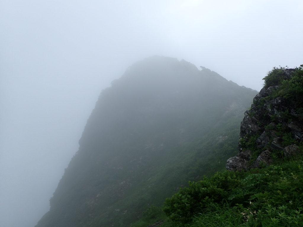 谷川岳のオキの耳方向からみるトマの耳