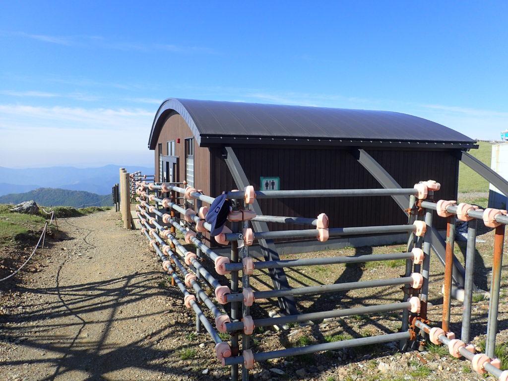 剣山山頂のトイレ