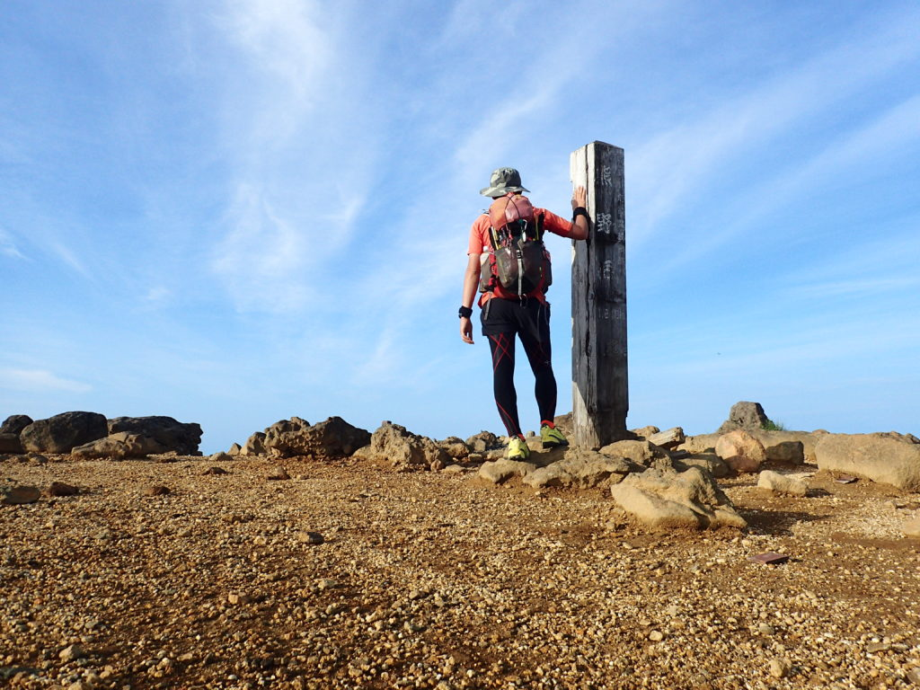 蔵王山(熊野岳)山頂で記念撮影