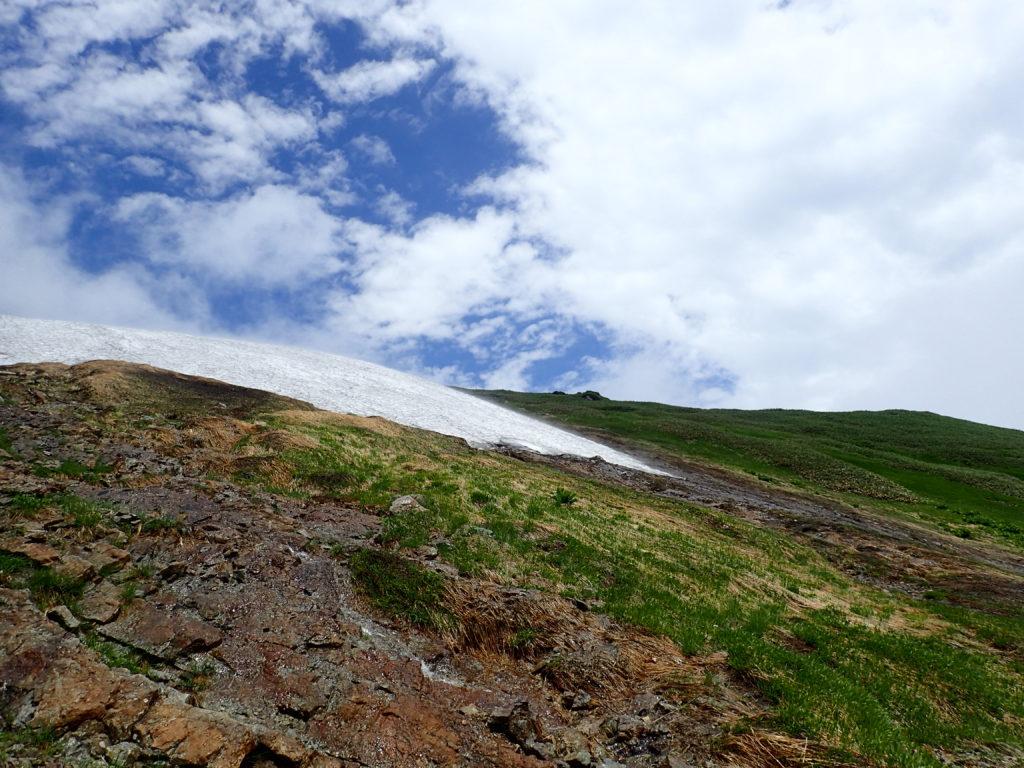 谷川岳の天神尾根ルートから見上げる山頂方向