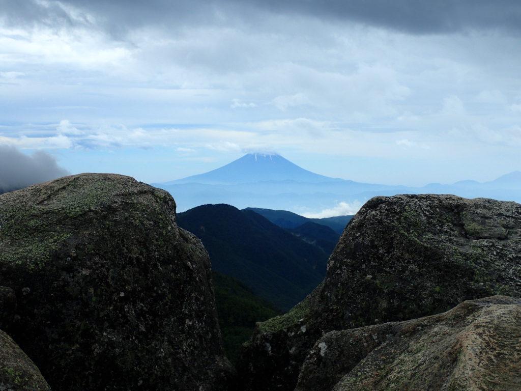 瑞牆山山頂から眺める富士山