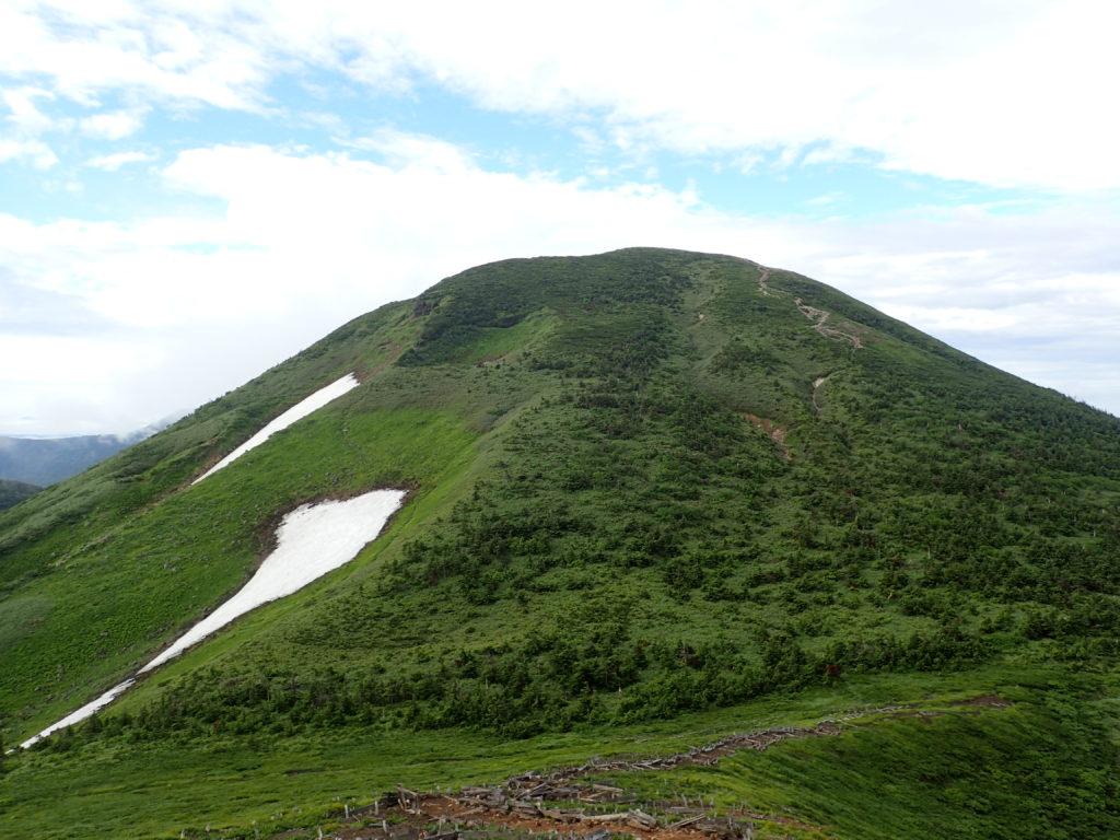 八甲田山の井戸岳方面から見る大岳