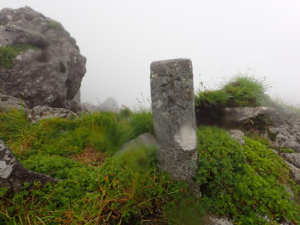 早池峰山山頂の十合目の石碑