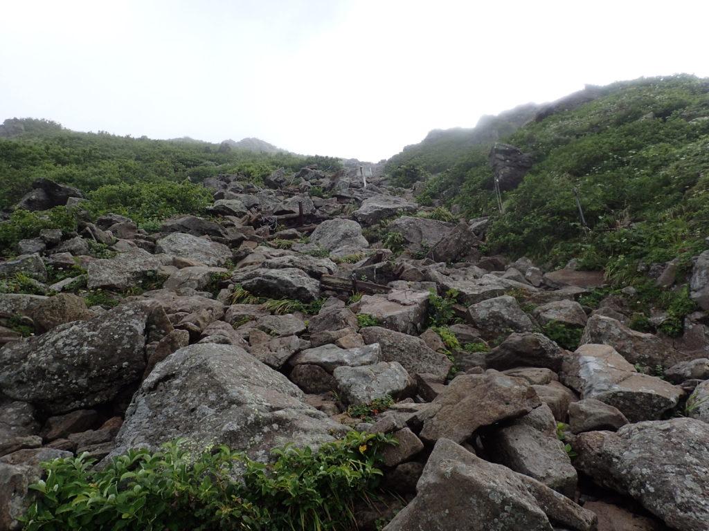 岩木山百沢コースの山頂直下の登山道